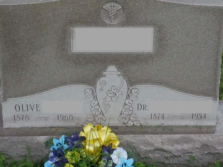 Gravestone with the names Olive and Dr with their respective birth year and dates of death